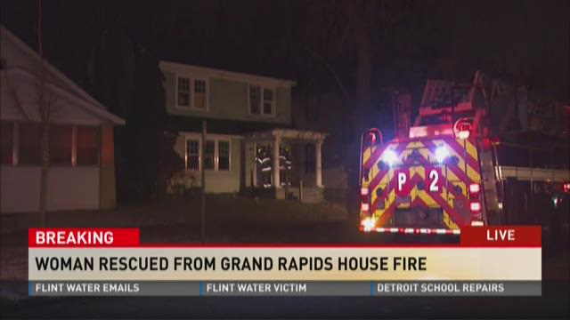 Woman hurt in Grand Rapids house fire