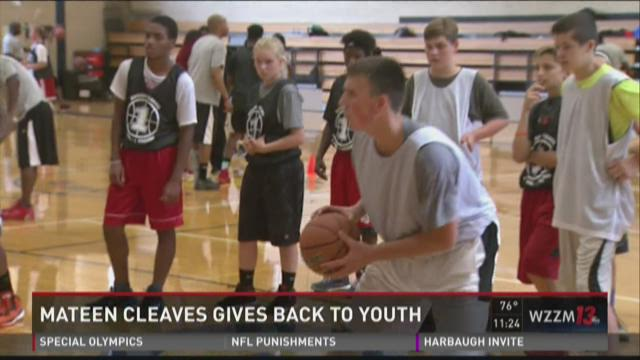 Mateen Cleeves gives back through youth basketball camp